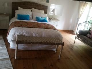 main bedroom with daybed/single bed