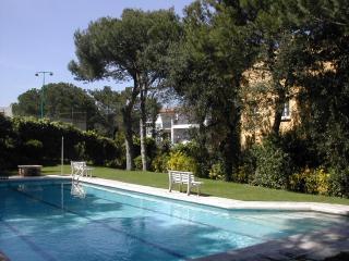 Beautiful Llafranc apartment. Garage pool &garden.