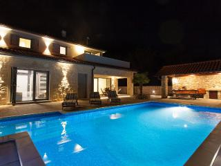 Luxurious VIlla Gabrijela with Swimmingpool, Krk
