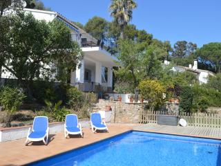Peaceful location, lovely sea views, private pool