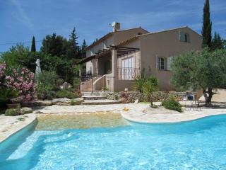 VILLA SLEEPS 6, PRIVATE POOL, NR SHOPS AND BEACHES, Le Castellet