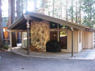 Sharrer - Country Club LAKEFRONT Cabin with Dock ONLY, Near Rec Area 1, Lake Almanor Peninsula
