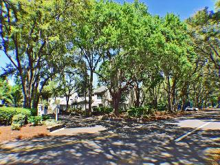 Twin Oaks 205 - Sea Pines Townhouse with Great Views, Hilton Head