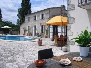 Luxury B&B maison à votre santé, room Marzelle, Savignac-de-Duras