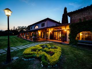 Villa I Cerri, oasis of peace and tranquillity near the banks of Lake Trasimeno.