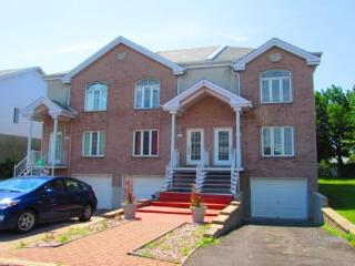 2-bd House in Tranquil Neighborhood in Brossard!