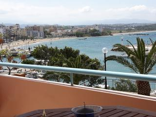 Seaview, elegant APT by sandy beach & Chania city, La Canea