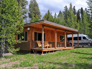 Mini-Moose Cabin - 10-minutes to Yellowstone Park!, West Yellowstone