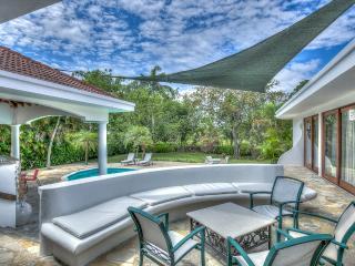 Villa Sirena - tropical garden villa
