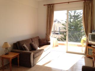 1 Bed Apartment, sleeps 4, quiet complex with pool