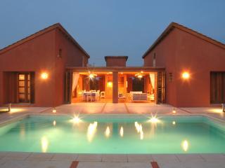 Maison d'architecte avec piscine et personnel