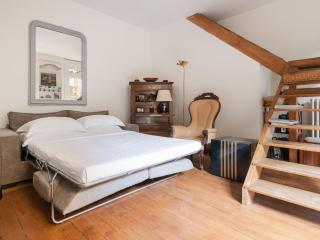 onefinestay - Rue Bausset private home, Parijs