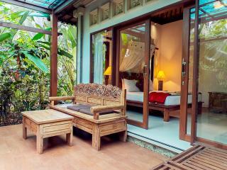 Cozy Wayan Sueta Garden Villa 2