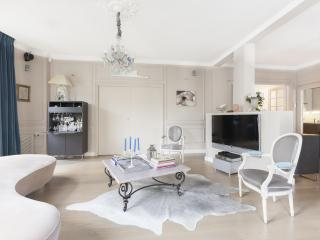 onefinestay - Rue Scheffer private home, Paris