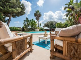 luxury villa for rent near the sea with private pool in western sicily