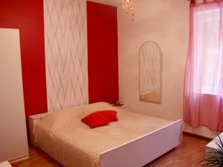 Lovely Room Dado, Spalato