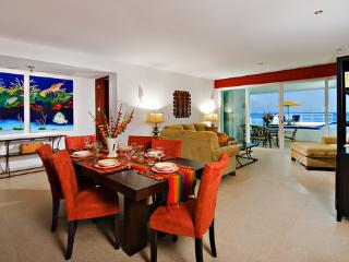 Nah ha#101, Stunning Oceanfront 3 bdrm condo, North Shore, Great Snorkeling!