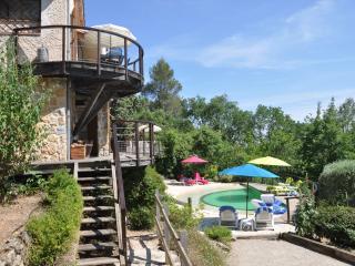 Geräumiges Ferienhaus, großes Grundstück und Pool