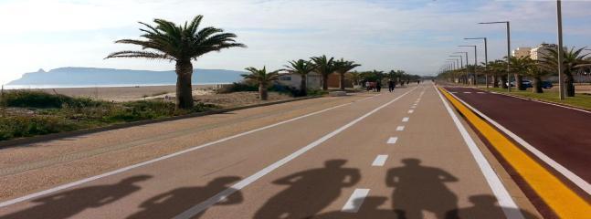 Piste per walking, corsa e bicicletta nella spiaggia del Poetto