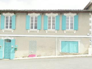 House Central Village-10 minutes from Aubeterre, Saint-Severin