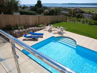 Luxury 3 Bed Penthouse, Sea views, Hot tub + Pool!