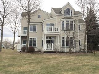 Quaint First Floor Condo With Water Views, Manistee