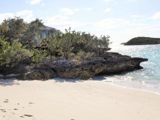 Ocean view secluded beach villa