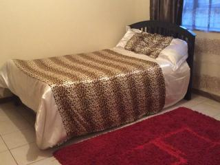 A PRIVATE ROOM IN AN ELEGANT APARTMENT..., Nairobi