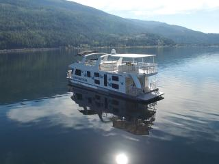 Inspiration, Luxury Houseboat on the Water, Sicamous