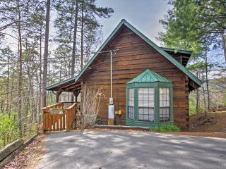 Peaceful  Mtn Rose 1BR Sevierville Log Cabin!