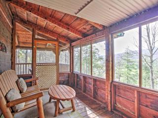 Peaceful Mountain Rose Sevierville Cabin w/Hot Tub