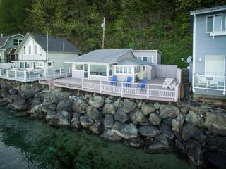 Sunrise Beach Gig Harbor home - Beachfront Home