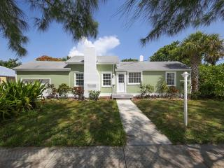 3 bedrooms 10 guests, Cottage by the beach, quiet, Longboat Key