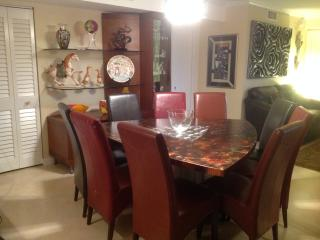 In the heart of SOBE, Royal Club 3 bedrooms 2 bathrooms!