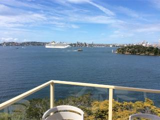 RAG05 - Waterfront Apartment, Unbelievable Views, Mosman