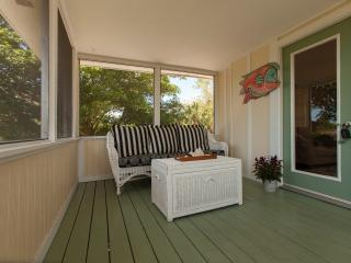 Bright Coastal Cottage - 1.2 miles to the beach!
