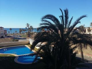 3 Bed Beachside Apartment, Wi-Fi & Air Conditioned, Puerto de Mazarron