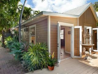 Secret Courtyard Cottage ~ Weekly Rental
