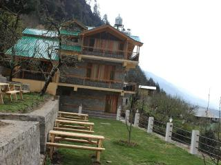 TAPROOMS - PREMIUM COTTAGES !!!!!, Manali