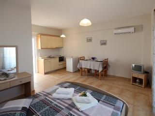 Tolon Studio for 2 persons near the beach