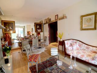 Charming apt for 3 with a terrace near La Defense, Neuilly-sur-Seine
