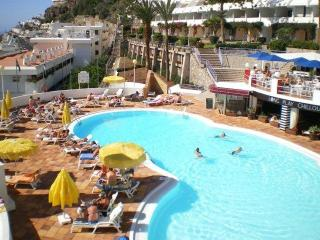easy access to the beach, large swimming pool, Puerto de Mogan