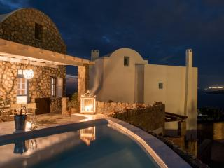 Red Cliff Side Villa in Santorini, Akrotiri