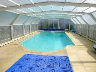 Private heated indoor pool 10 mins from beaches and Dinan
