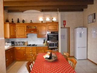 Well equipped spacious open-plan kitchen area
