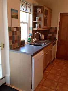 Fitted kitchen with dishwasher, washing machine, tumbledryer, double oven, fridge freezer, microwave