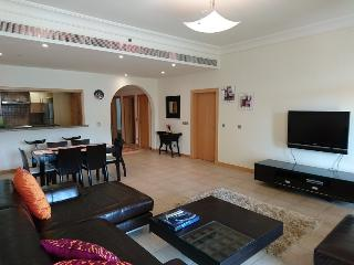 Luxurious 2 + 1 Bedroom available on Palm Jumeirah, Dubai