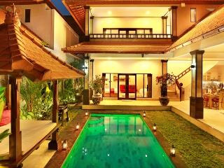 BEACHSIDE  VILLA  DE LIZA CENTER SEMINYAKSQUARE, Seminyak