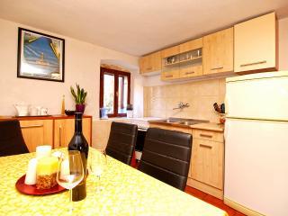 Apartment 1596
