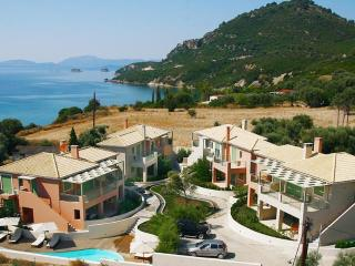 2 Bedroom Luxury Apt with Private Pool., Palairos